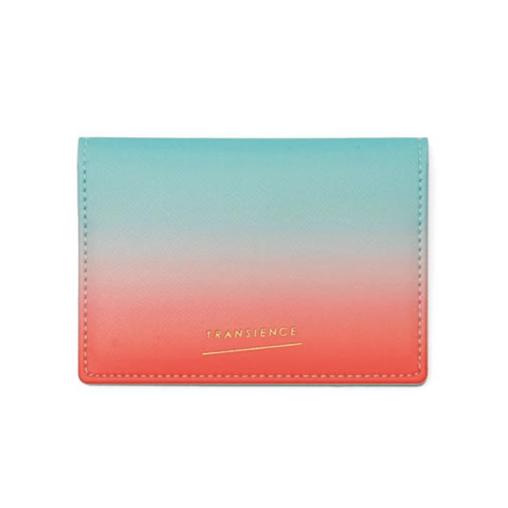 毎日を彩るきれいな発色のパスケース