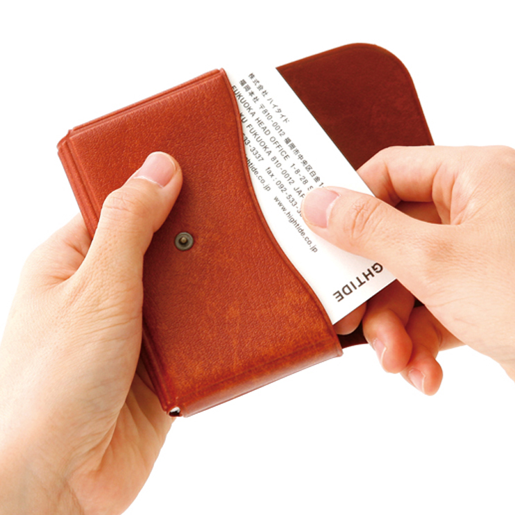 頼れる大容量、シンプルに使いやすいカードケース