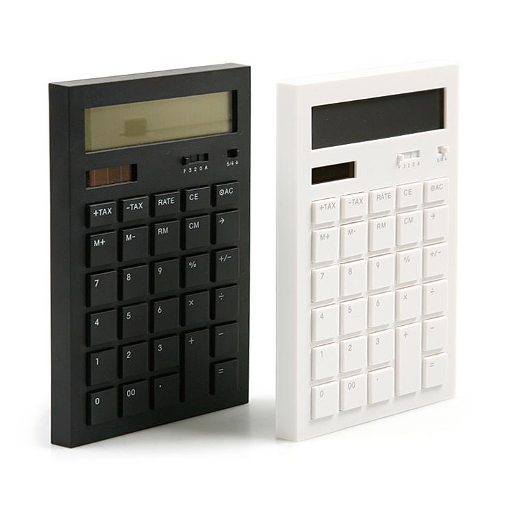 オフィスにもすっと溶け込む、洗練されたデザインの電卓