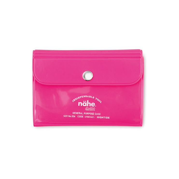 ビビッドカラーで鞄の中からも見つけやすいカードケース
