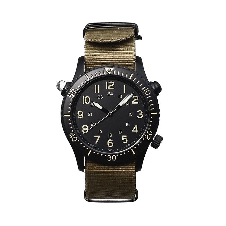 カジュアルに使えるLED機能が付いた腕時計