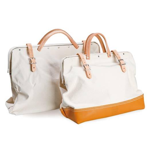 ブランドの代名詞と言える定番のメイソンバッグ