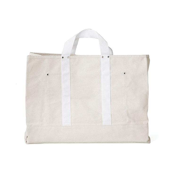定番で活躍するたっぷり容量のキャンバスバッグ