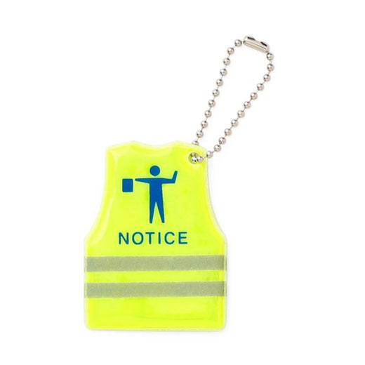 反射板で交通安全を守ってくれるキーチェーン / Safety keychain